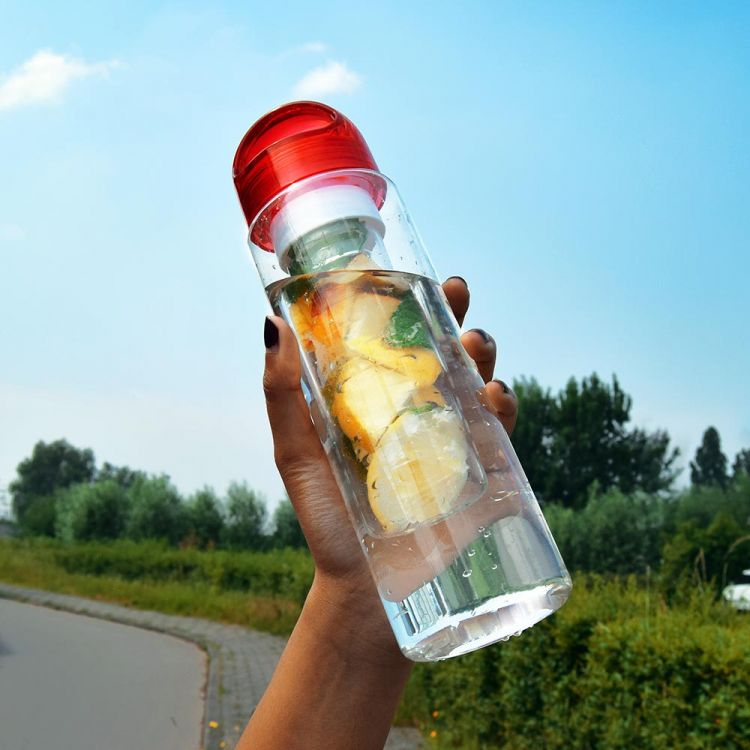 Foto Waterfles met fruitfilter